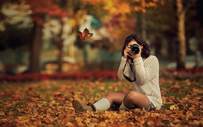 Picture autumn, leaves, girl, trees, Park, yellow, brunette, the camera, shooting, sitting, photographs, bokeh, on earth