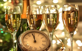 Picture watch, glasses, champagne, midnight