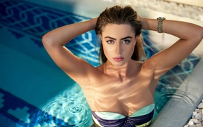 Picture chest, look, water, model, pool, hands