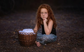 Picture girl, freckles, basket, Anna, Studio Hors-champ