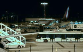 Picture night, technique, airport, the plane, buses, serving