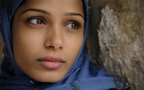 Picture beautiful, natural, freida pinto