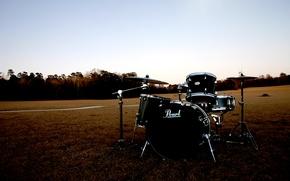Wallpaper field, pearl, drum set