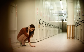 Picture LOCKER room, LOCKERS, BRUNETTE, SHOES, CORRIDOR