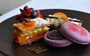 Picture berries, food, blueberries, strawberry, cake, cream, sweet, macaron