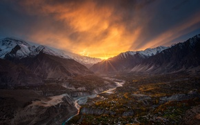 Picture the sun, rays, mountains, valley