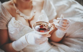 Picture chest, gloves, the bride, jam
