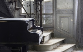 Picture music, ladder, piano