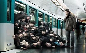 Picture creative, people, metro, mountain, humor, door, the car, romain laurent, novel Lauren, passengers, blockage, people