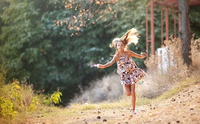 Picture running, bubbles, girl