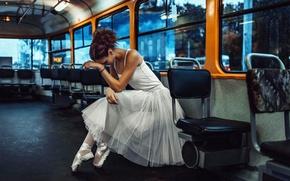 Picture fatigue, ballerina, public transport