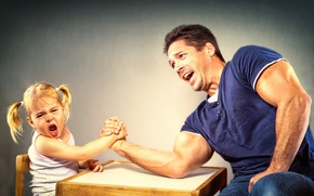 Picture girl, dad, Arm Wrestling