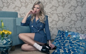 Picture model, chair, pillow, legs, jacket, Elena All