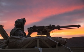 Picture sunset, weapons, soldiers, machine gun