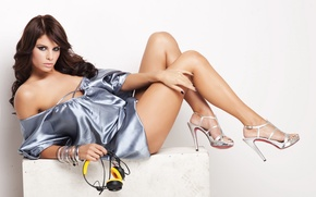 Picture headphones, shoes, bracelet, Viktoria Metzker