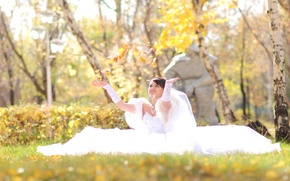 Picture autumn, girl, happiness, foliage, sitting, the bride