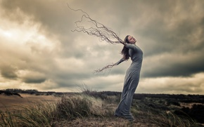 Picture girl, roots, the wind, hands
