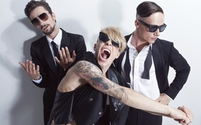 Picture style, group, mouth, tattoo, glasses, guys, Creek, three, Quest Pistols