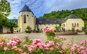 Wallpaper the city, photo, roses, Germany, Cathedral, temple, the monastery, Bernkastel-Kues