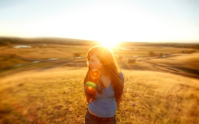 Picture field, look, girl, the sun, light, nature, background, ray, beautiful
