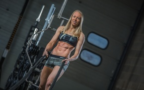 Picture blonde, pose, ropes, abs, Crossfit