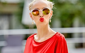 Picture face, background, model, kiss, lipstick, glasses, lips