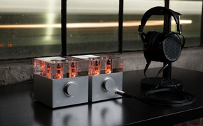 Picture Headphone Amplifier, tube amplifier, Woo Audio