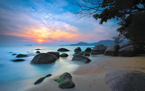 Picture sea, the sky, clouds, mountains, stones, tree, glow