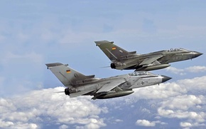 Picture mountains, pair, flight, Panavia Tornado, combat jet aircraft with variable sweep wing, the German air …