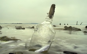 Picture sea, bottle, note