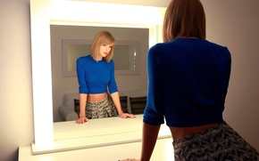 Picture reflection, Taylor Swift, The Parisian, October 2014