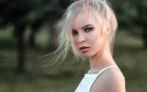 Picture look, girl, trees, face, sweetheart, model, portrait, Mike, hairstyle, blonde, light, beautiful, the beauty, shoulders, …