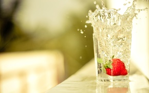 Picture WATER, DROPS, STRAWBERRY, TABLE, GLASS, SPLASH