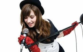 Picture hat, singer, demi lovato