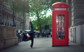 Picture girl, the city, London, stretching, Marine Fauvet