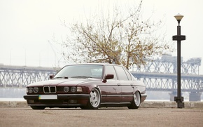 Picture BMW, dark red, E32