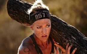 Picture dirt, woman, trunk, weight, Spartan Race, physical exertion, physical and mental fatigue