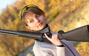 Picture woman, shotgun, outdoor