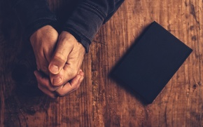 Picture faith, book, hands, justice, fingers