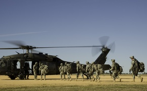 """Picture weapons, helicopter, soldiers, equipment, landing, UH-60, """"Black Hawk"""""""
