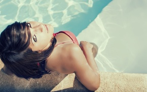 Picture girl, view, pool, James Desauvage