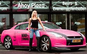 Picture pink, blonde, Nissan GTR