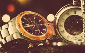 Picture arrows, watch, wrist