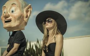 Picture model, hat, glasses, Cara Delevingne