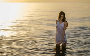 Picture GIRL, WATER, HORIZON, RUFFLE, BROWN hair, SURFACE, NIGHTIE, CIRCLES, BLOUSE
