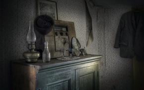 Picture lamp, radio, buffet