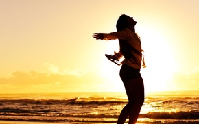Picture sand, sea, wave, beach, girl, the sun, joy, sunset, smile, river, background, mood, silhouette, widescreen, …