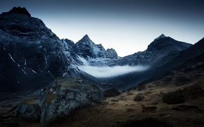 Picture the sky, mountains, fog