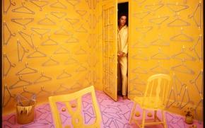 Picture room, the door, male, orange