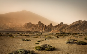 Picture mountains, fog, desert